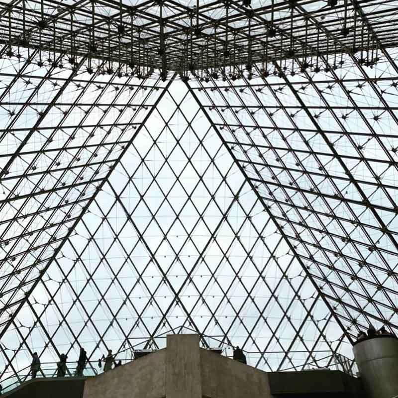 piramide de cristal del louvre