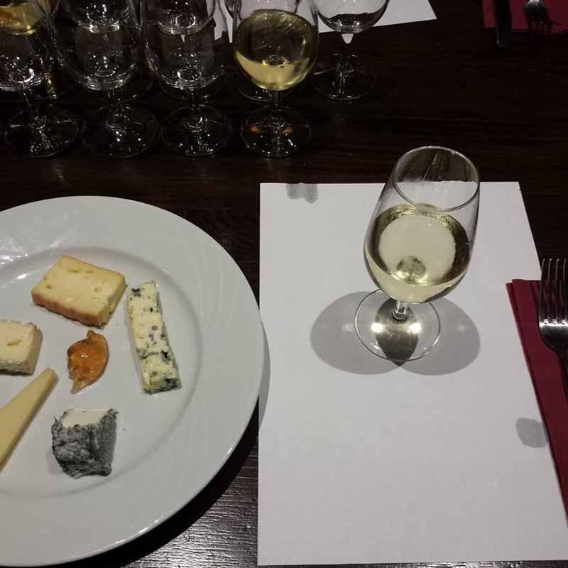 comer en el museo del vino de paris