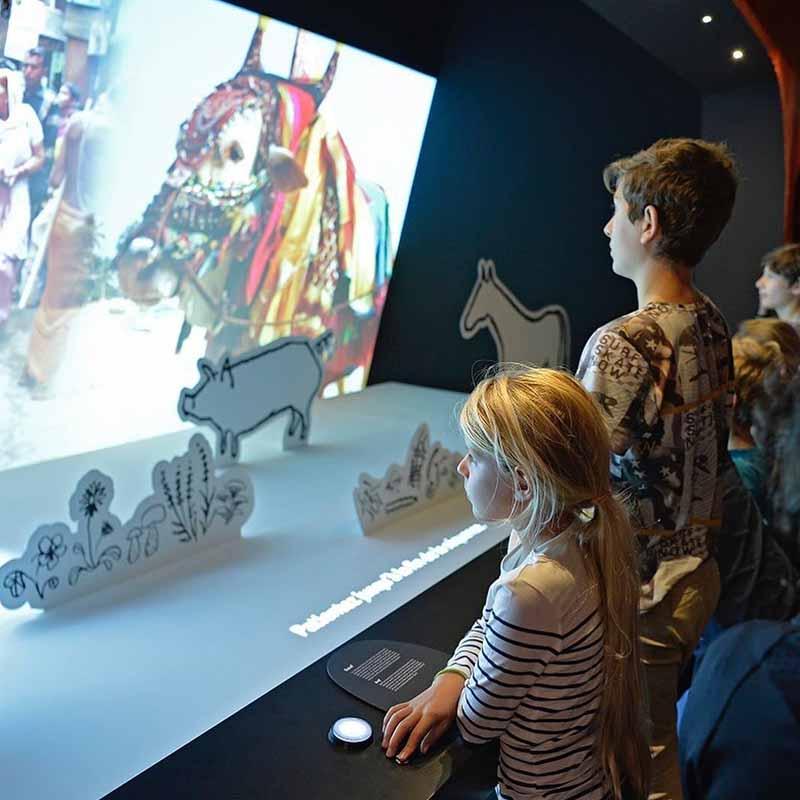 museo del hombre con niños en paris