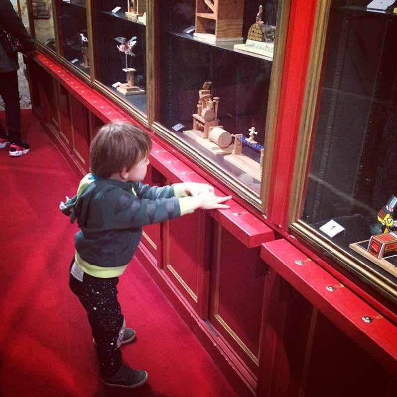 paris con niños museo de la magia